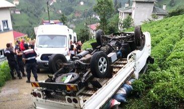 Rize'de çay taşıyan kamyonet devrildi