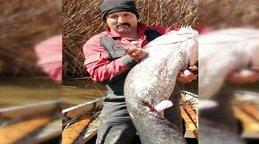 Gölhisar gölünde 35 kg'lık yayın balığı yakalandı
