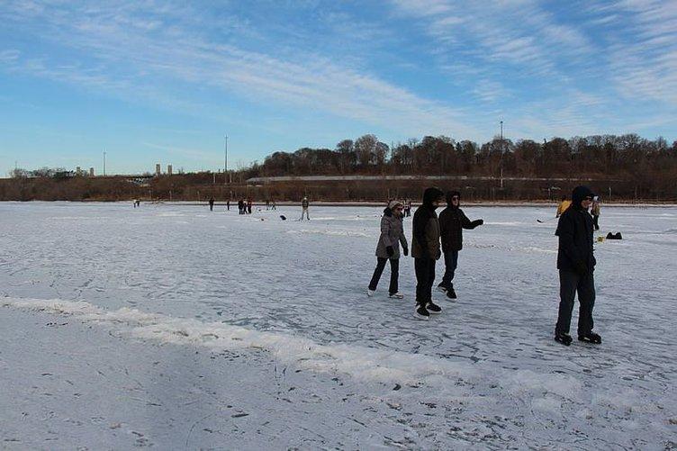 Dev göl buz tuttu