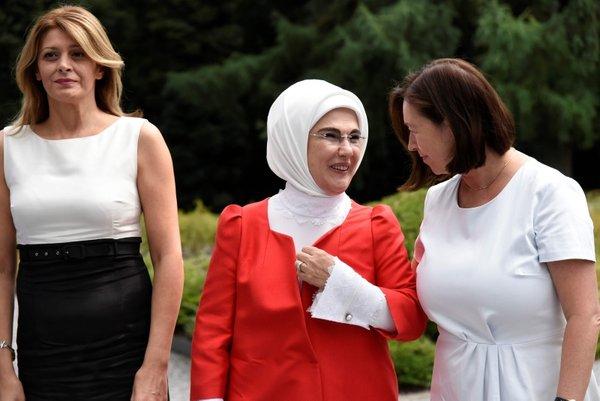 Emine Erdoğan Brüksel'de lider eşleriyle bir araya geldi