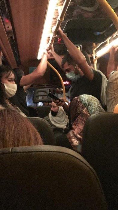 Sosyal mesafe hiçe sayıldı! O minibüsü Bursa polisi affetmedi