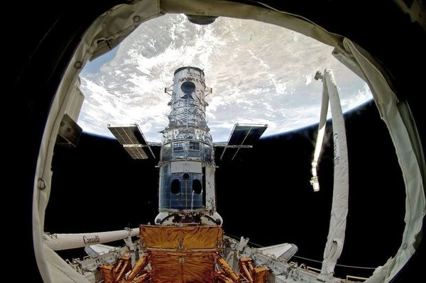 Hubble teleskobunun tamiri