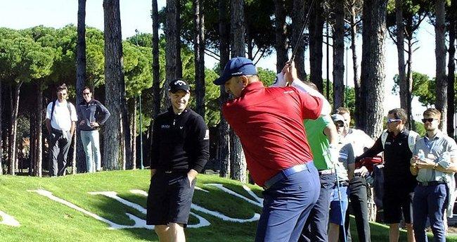 Bakan Çavuşoğlu golfte ilk vuruşu yaptı