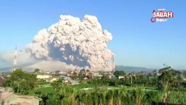 Endonezya'da Sinabung Yanardağı'nda patlama | Video