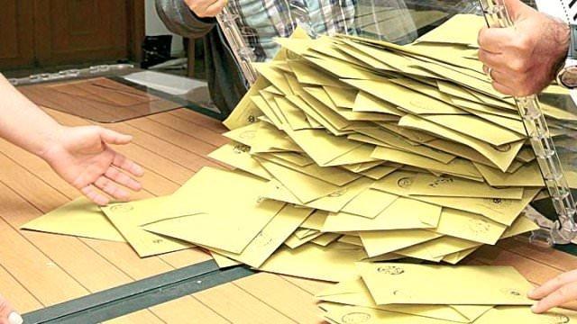 Son seçim anketinde AK Parti tek başına iktidar