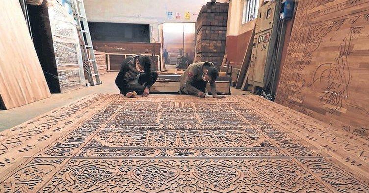 Afrika'daki dev camiyi süslüyor