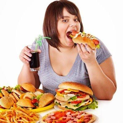 Hızlı besin tüketimi mide ve bağırsak rahatsızlıklarını tetikliyor
