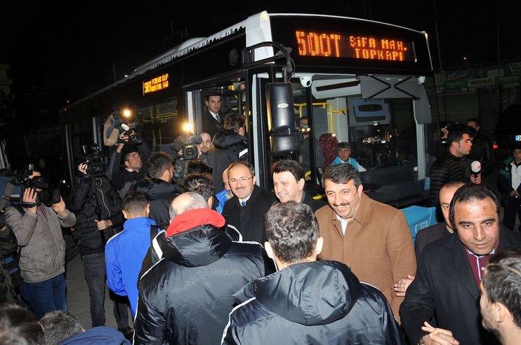 Tuzlaspor futbolcuları maça belediye otobüsü ile gitti