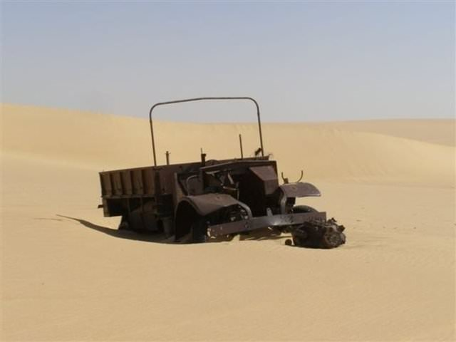 Savaş aracı çölün ortasında bulundu