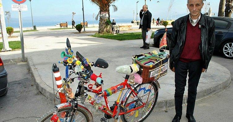 Bursa'da bisikletiyle gittiği her yerde hayat dersi veriyor