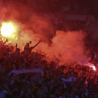 Galatasaray'ın kupa töreninde Sinan Gümüş ve Mbaye Diagne protesto edildi