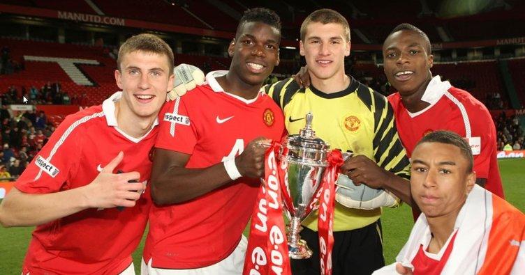 Rekor bedelle Manchester United'a imza atan John Cofie şimdi okulda çalışıyor! Pogba'dan bile pahalıydı...
