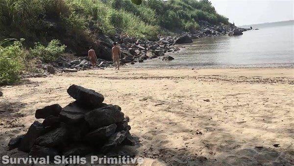 Denizden taşları toplayıp...