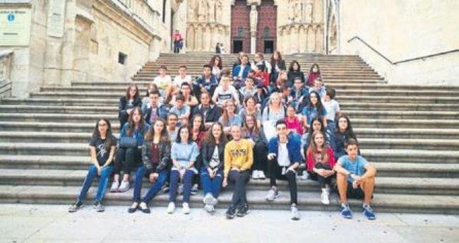 Tarsuslu öğrenciler İspanya'dan döndü