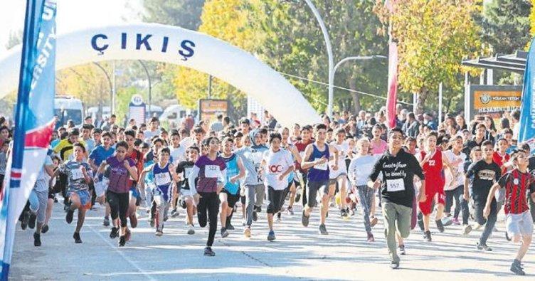 Atatürk koşusu'na yoğun ilgi