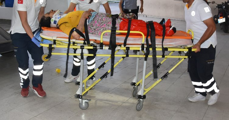 Yaralı ikizler anneleri olmadan ambulanstan inmedi