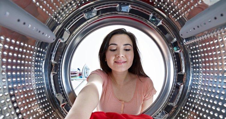 Çamaşır makinenize alüminyum folyo topu atın...