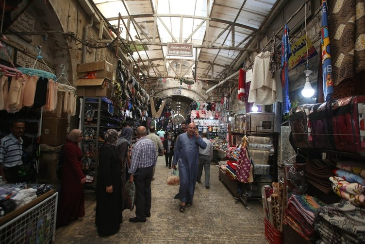 İşgal altındaki Osmanlı yapıtı Kapalı Çarşıda bayram yoğunluğu