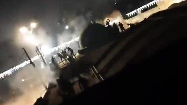 İsrail'in Lid kentinde Yahudiler camideki Filistinlilere silahla saldırdı   Video