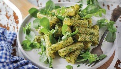Pesto soslu ve semizotlu makarna