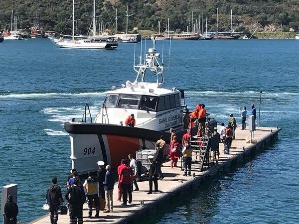Fethiye'de batan teknede 71 öğrenci ve 6 mürettebat kurtarıldı