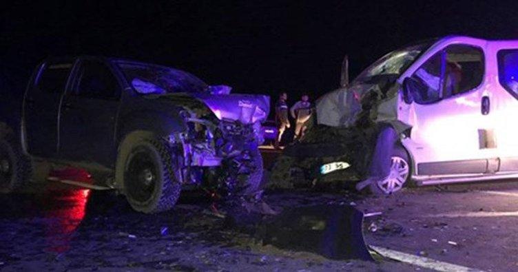 Fındık işçilerini taşıyan minibüs ciple çarpıştı: 13 yaralı
