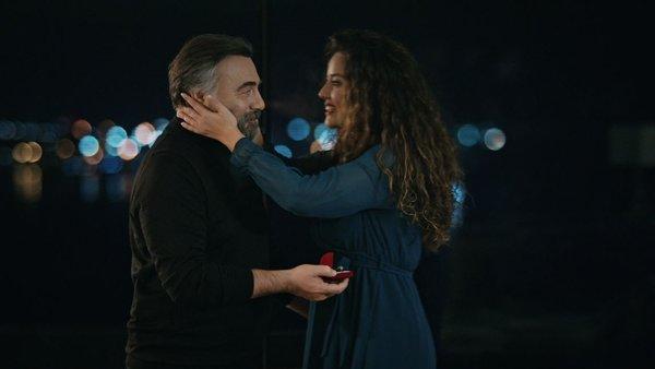 Hızır'dan beklenmedik yüzük! Eşkıya Dünyaya Hükümdar Olmaz 174. son bölümde romantik sahne | Video