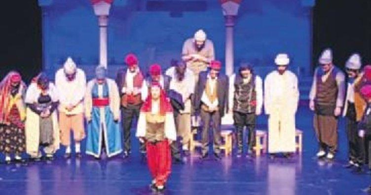 Boğaz komedisi tiyatro sahnesinde