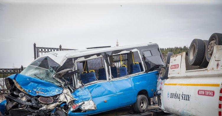 Freni boşalan tanker önce otomobile ardından minibüse çarptı