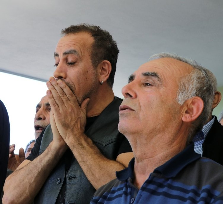 Ünlü şarkıcı Haluk Levent'in vefat eden annesi Sabriye Acil son yolculuğuna uğurlandı