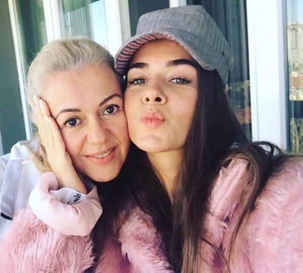 Sefirin Kızı'nın Nare'si Neslihan Atagül annesi ile şaşırttı! Neslihan Atagül'ün Rus annesi ilgi odağı oldu...