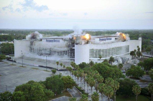 Amway Arena yıkıldı