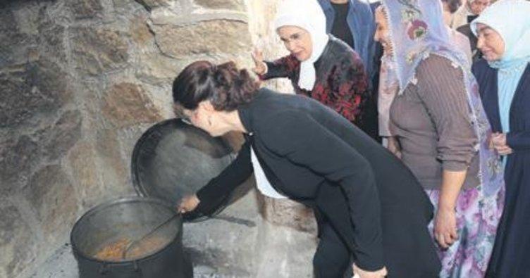 Emine Erdoğan'dan 'Yaşayan Köy'e ziyaret