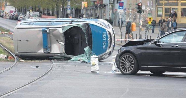 Polisin kazası metroyu aksattı