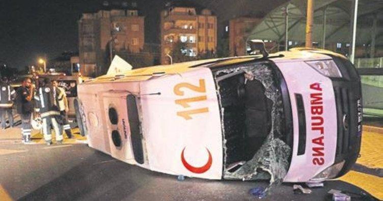 Ambulansla araba çarpıştı: 7 yaralı