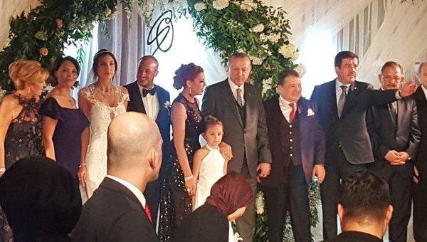 Cumhurbaşkanı Erdoğan Denizli'de nikâh şahidi oldu
