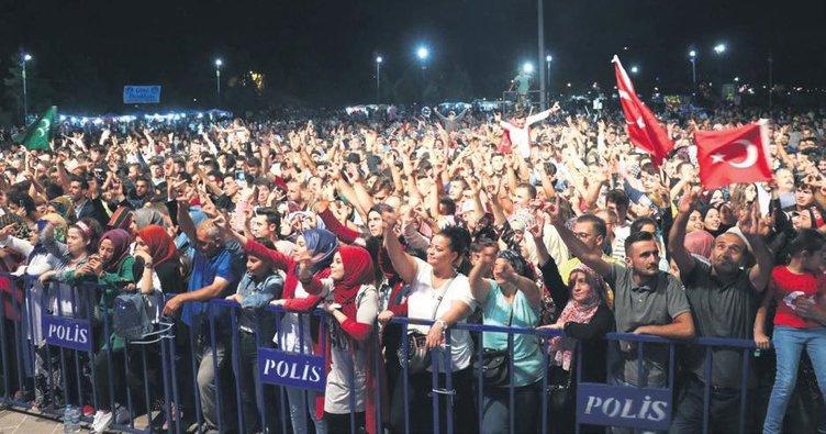 Beyşehir Göl Festivali'nde Ahmet Şafak konseri ile muhteşem kapanış