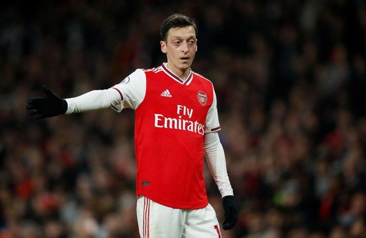 Mesut Özil ile birlikte dünyaca ünlü golcü Fenerbahçe'ye!