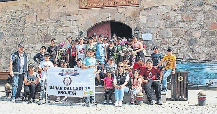 Çocuk polisinden öğrencilere gezi