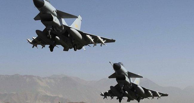 Çin, 25 savaş uçağıyla Tayvan'ın hava sahasını ihlal etti
