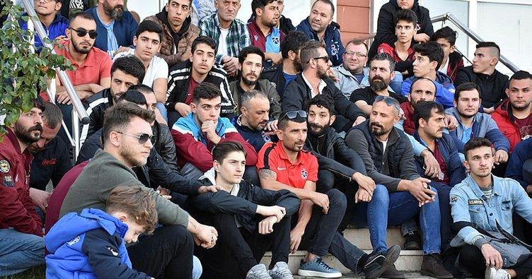 Trabzonspor taraftarlarından hakemlere sessiz protesto
