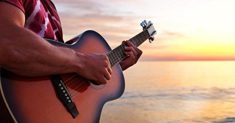 Mabel Matiz Toy Akor ve Şarkı Sözleri: Toy kolay gitar akorları