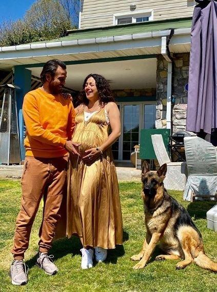 Çukur'un yıldızı Erkan Kolçak Köstendil ile eşi Cansu Tosun'un paylaşımları sosyal medyada ilgi odağı oldu! İşte Marsel bebek…