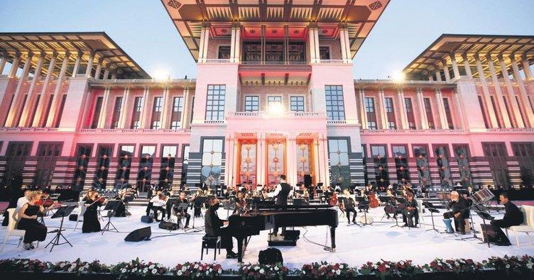 '15 Temmuz Destanı' senfonisi büyüledi