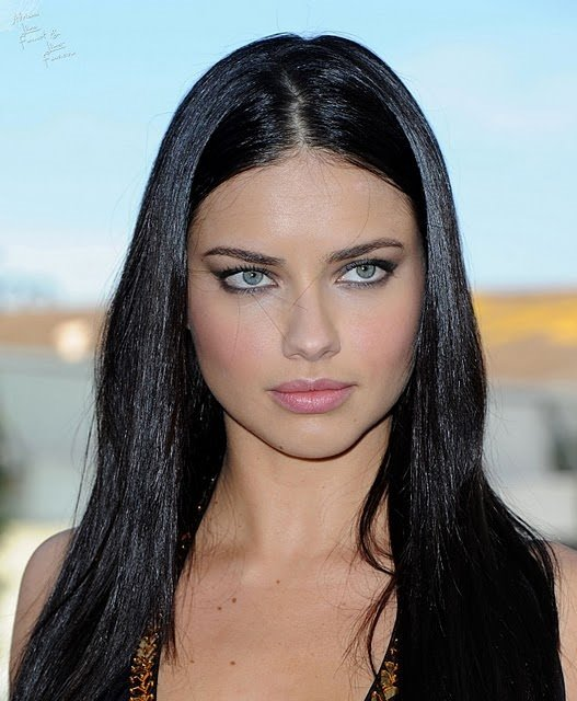 Adriana Lima'nın yüzü artık gülmüyor