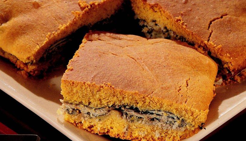 Pırasalı Hamsili Mısır Ekmeği