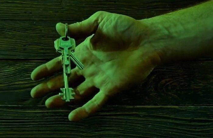 Şaşkına çeviren yöntem! Anahtarın kenarını deldi ve...