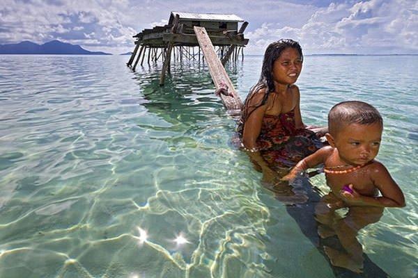 Denizde yaşayan insanlar