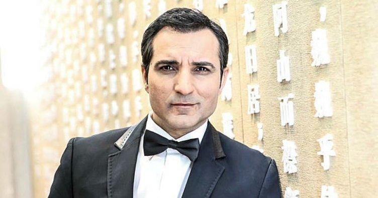 Eric Ayuk'un bonservisi Rafet El Roman'dan!