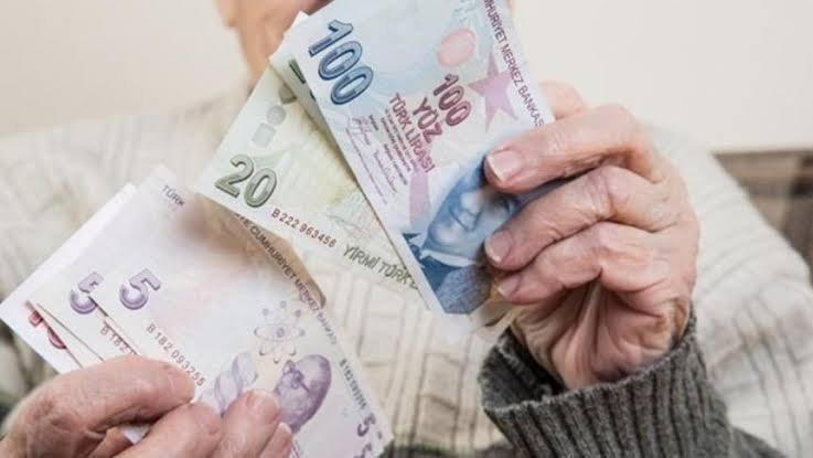 Emekliye 3 maaş avans imkanı! En az 4500 TL...
